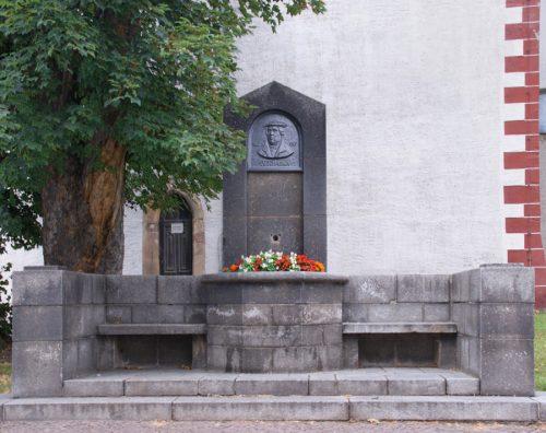 Lutherbrunnen vor dem Dom